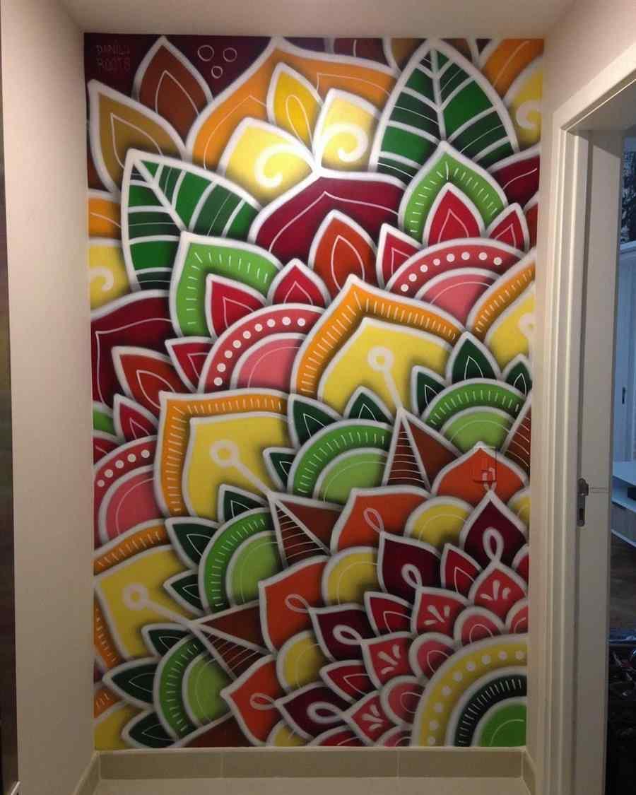 Parede do corredor decorada