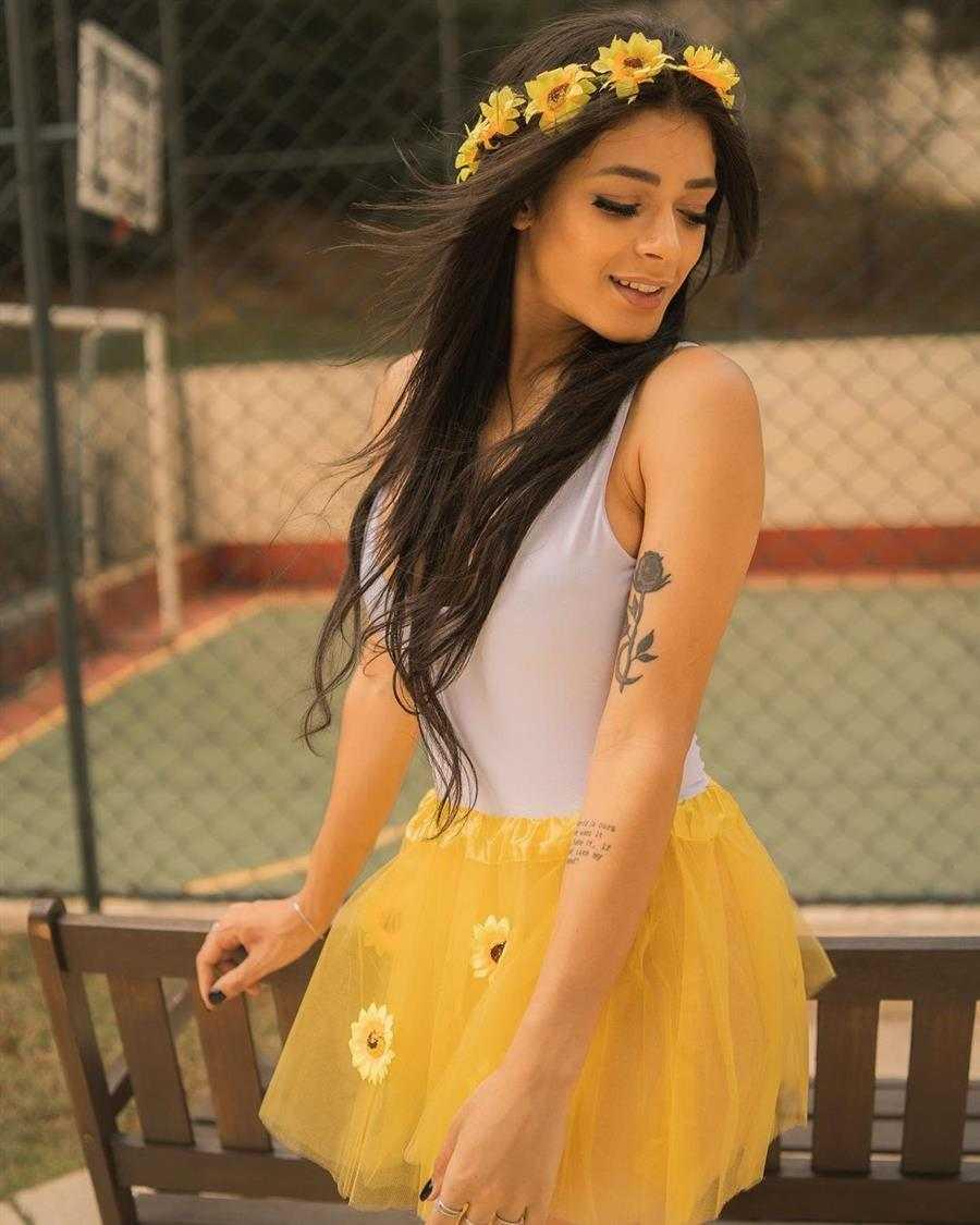 saia de tule amarela com body branco