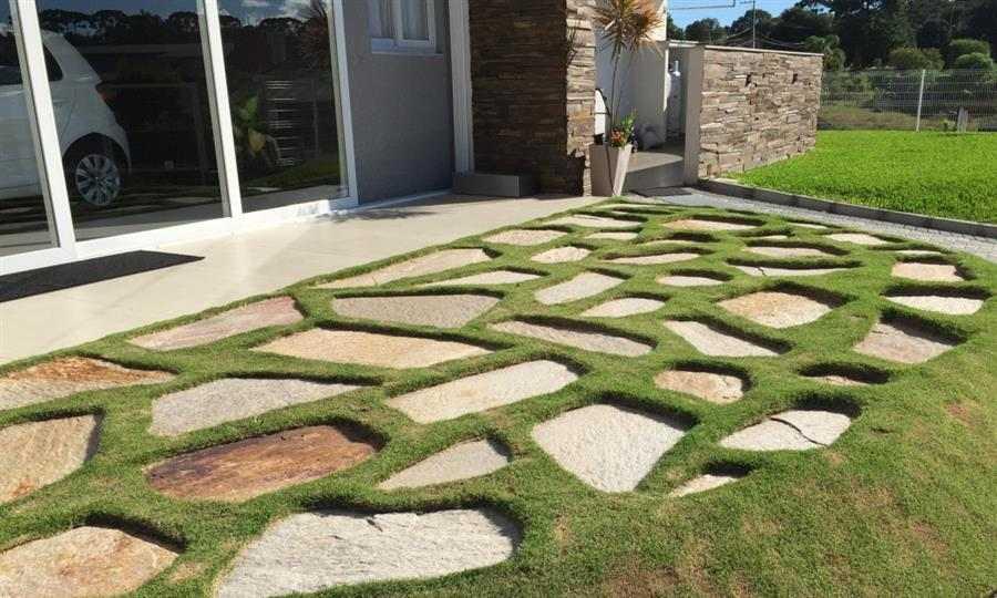 Decoração com pedras e grama