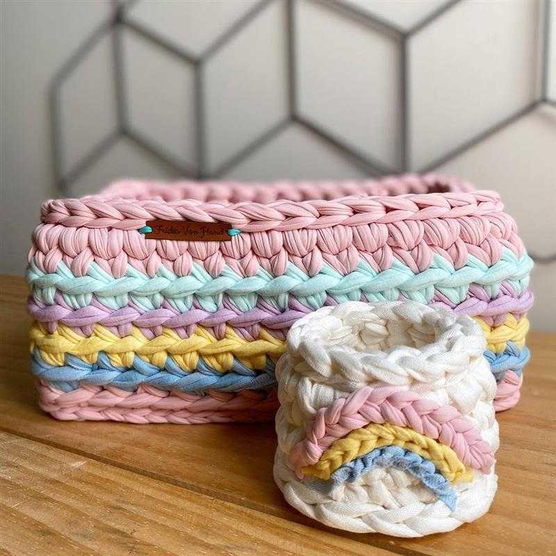 Porta fralda arco íris em crochê