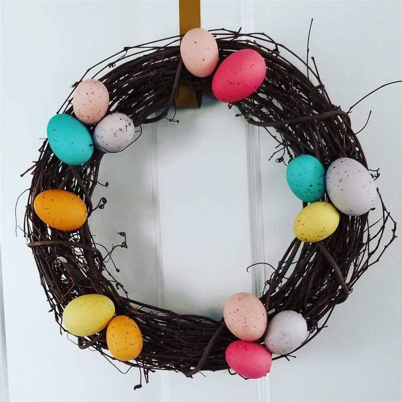 com ovos pintados
