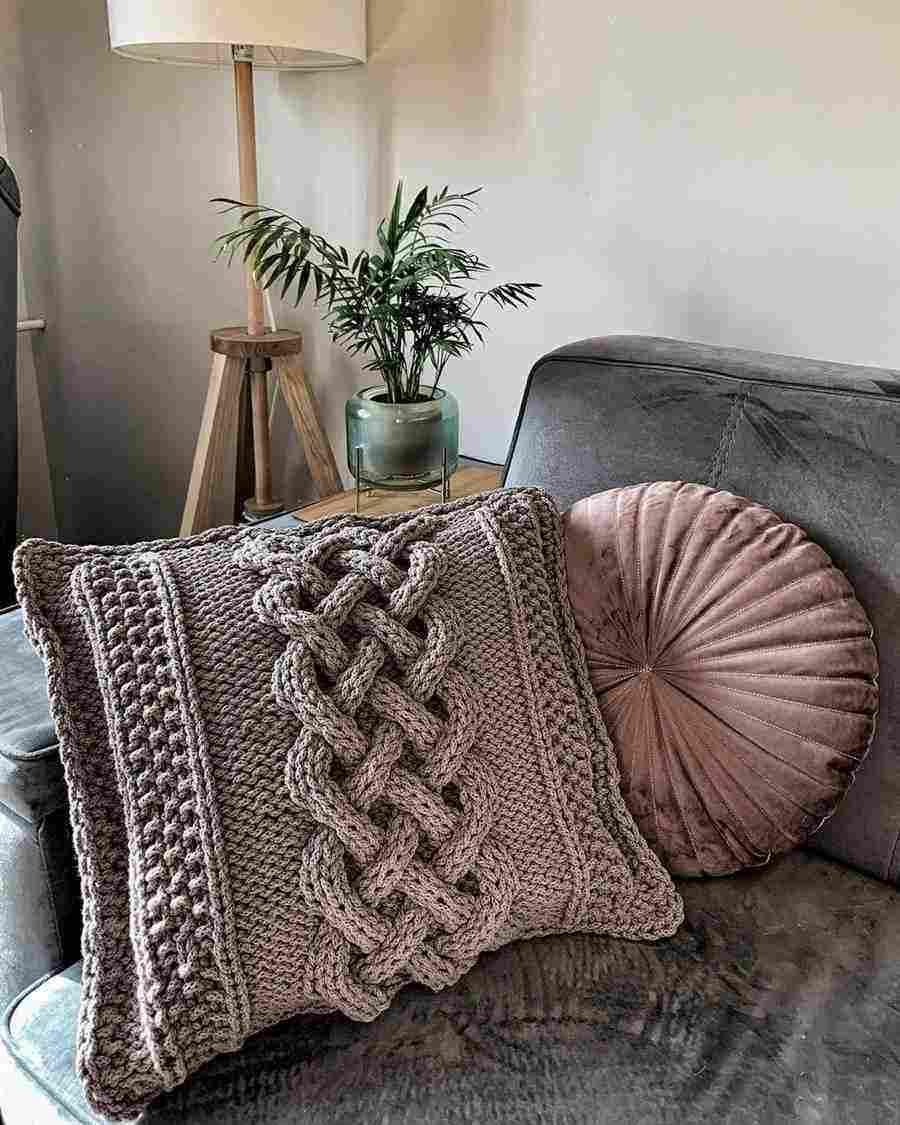 almofada de tricô com trança