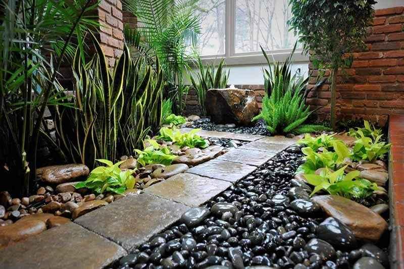 jardim com pedras pretas