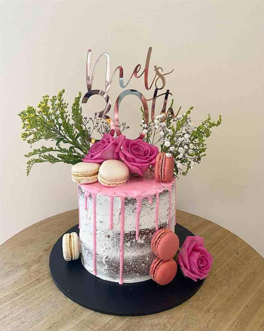 bolo decorado feminino 30 anos