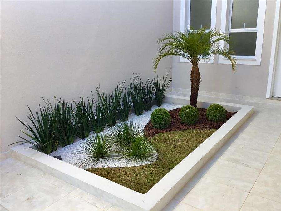 Jardim decorado com pedra branca