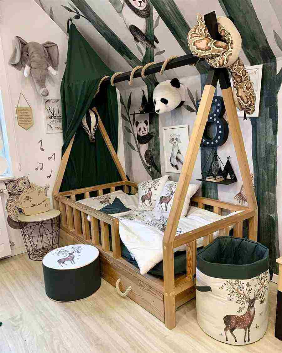 Enfeites para quarto de bebê safari