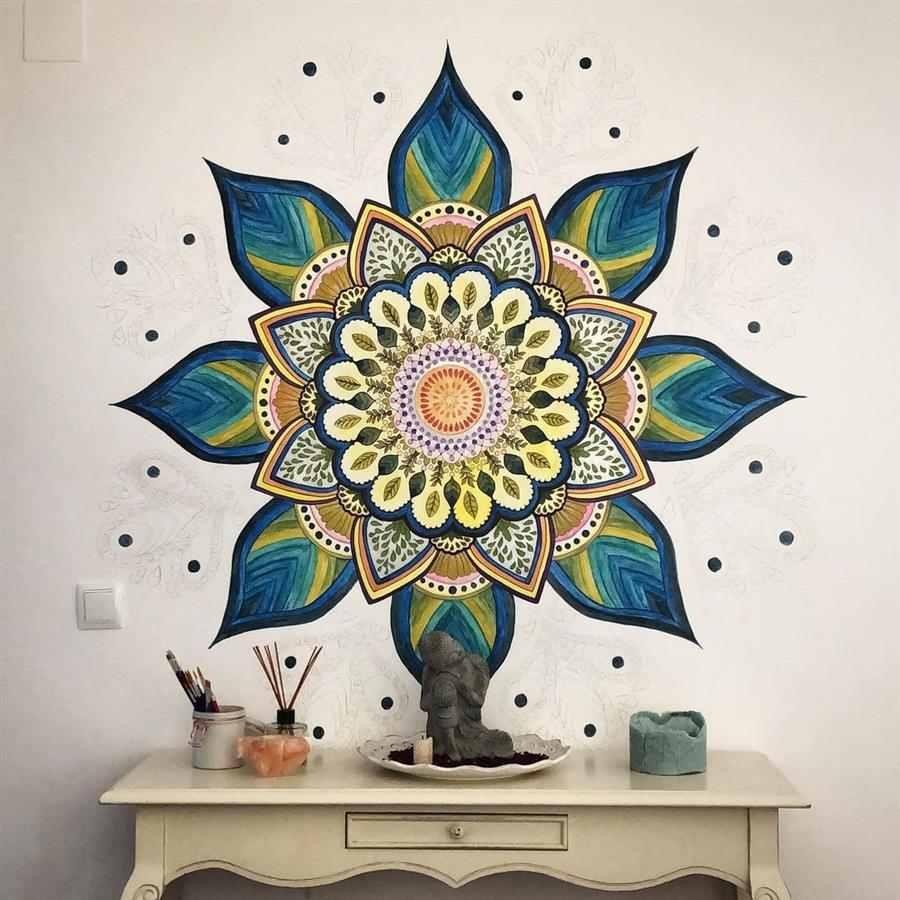 mandalas coloridas na parede