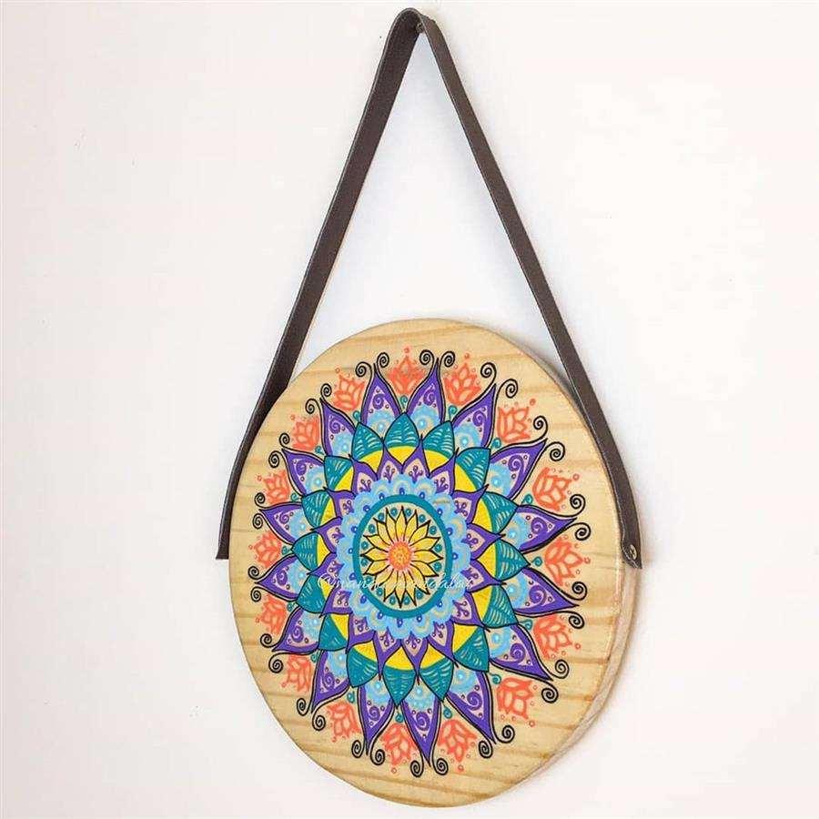 Enfeite de parede com madeira circular