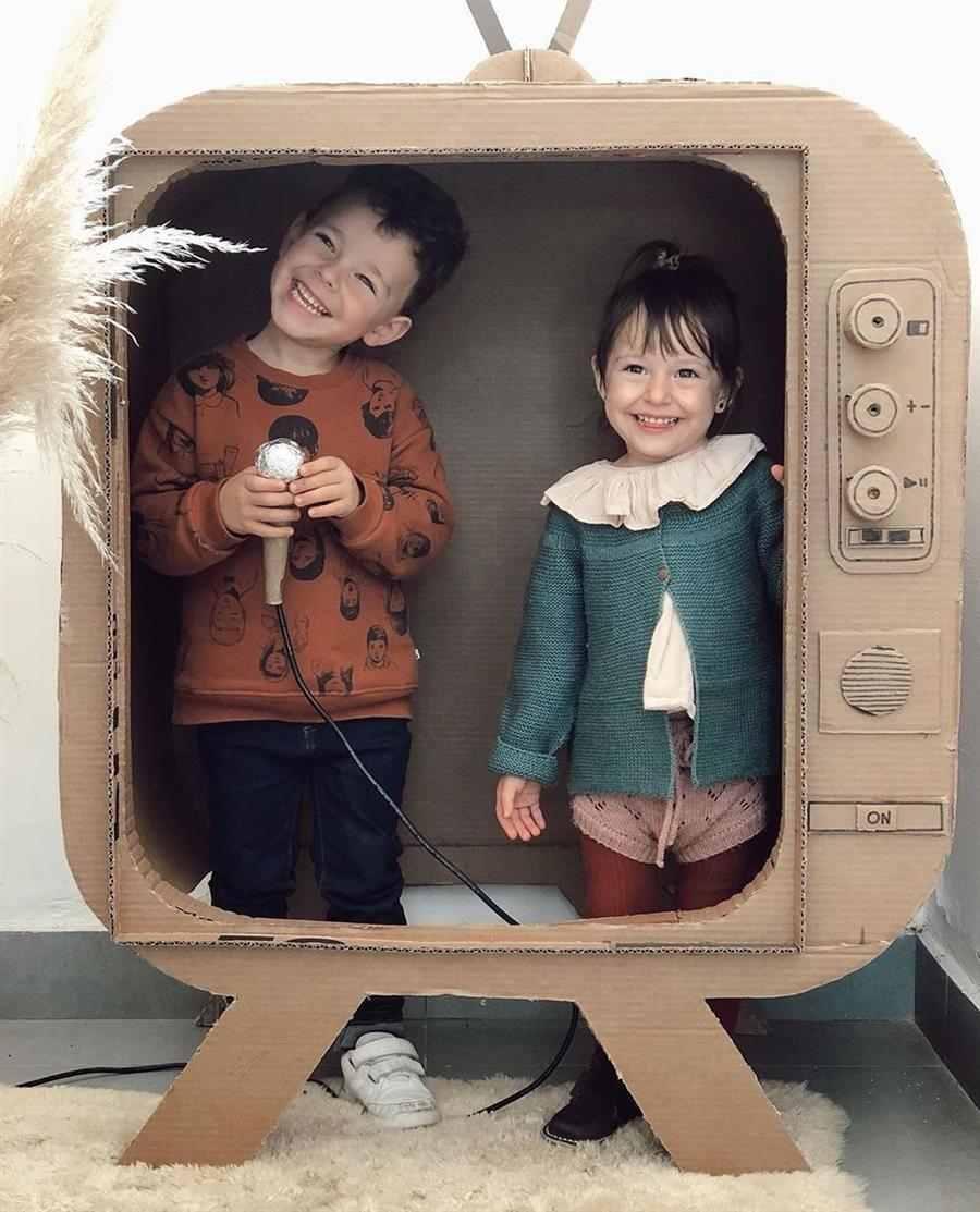 Brinquedo reciclado de papelão