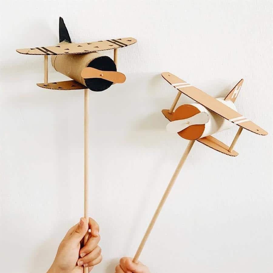 Avião de rolo de papel higiênico