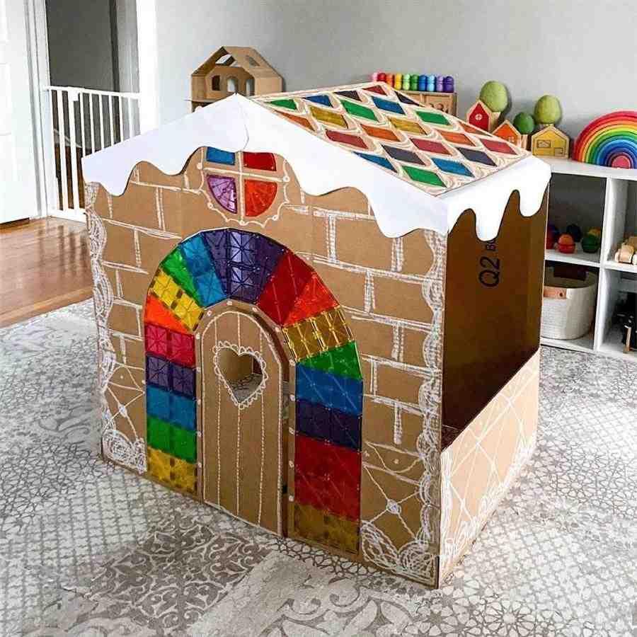 Casinha de papelão colorida