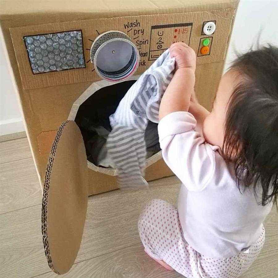 Máquina de lavar roupa de papelão