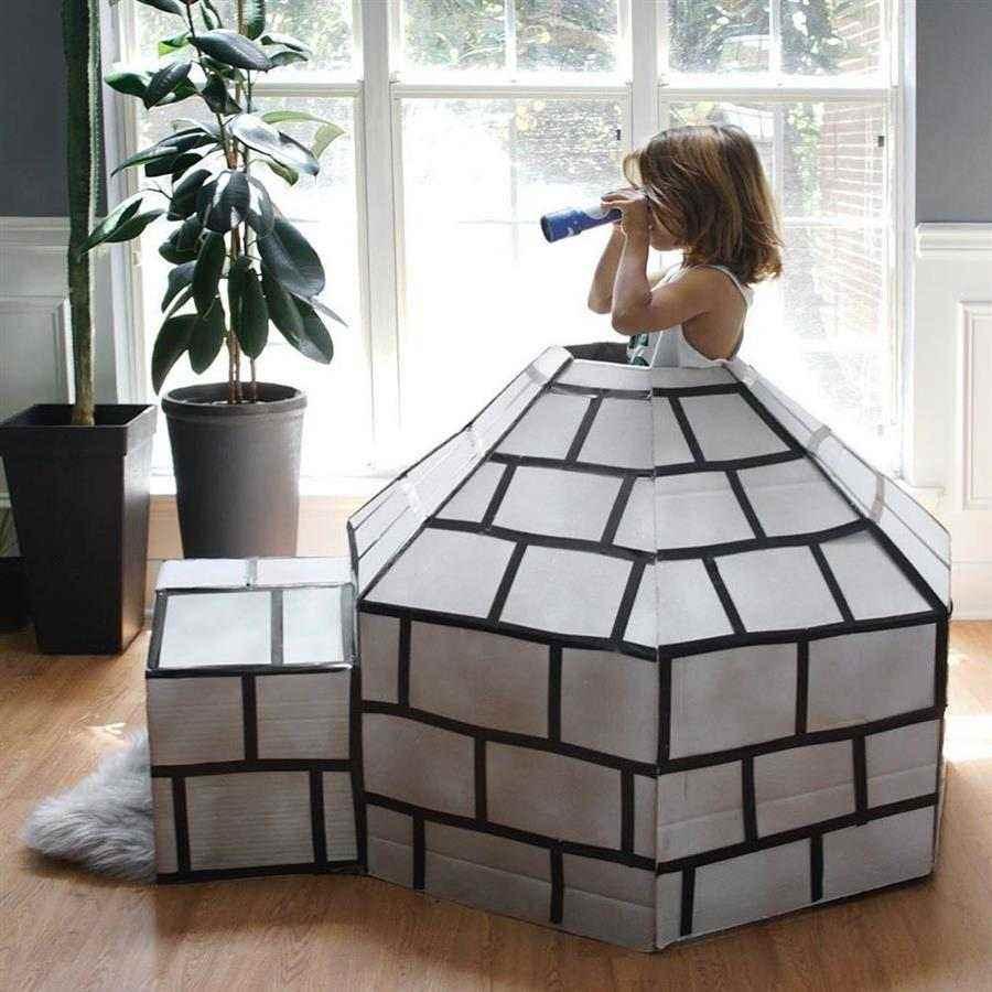 Brinquedo feito com reciclagem de papelão