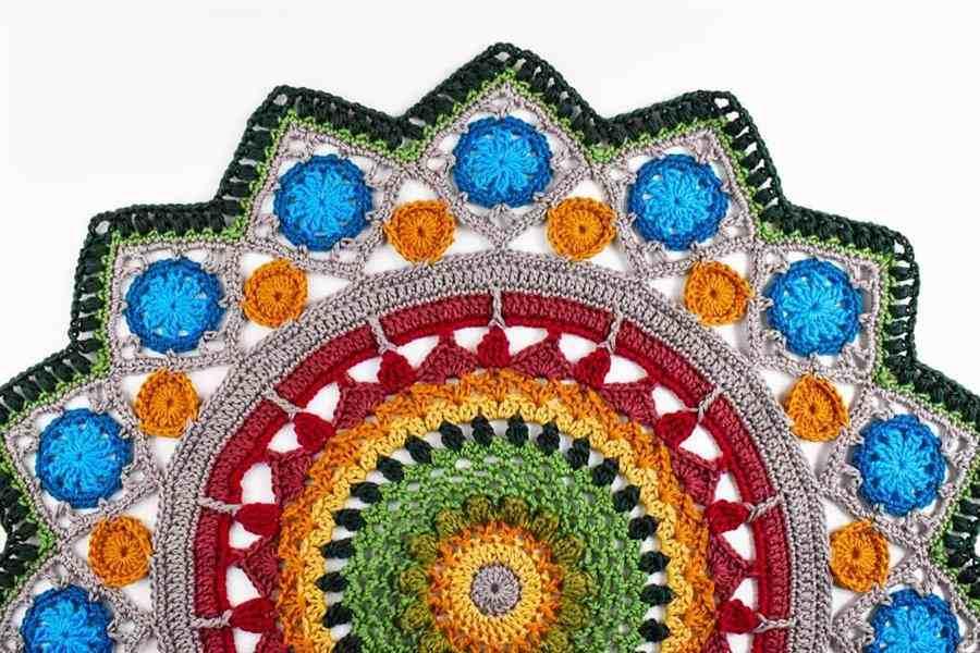 mandala colorida de crochê