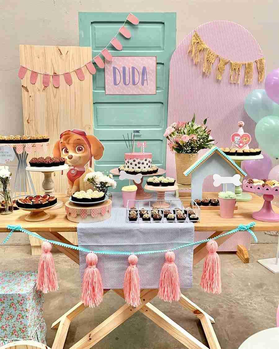 como enfeitar uma festa de aniversario simples com tassel