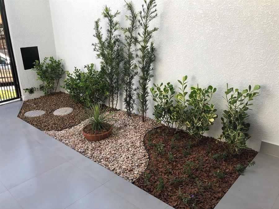 Jardim lateral estreito