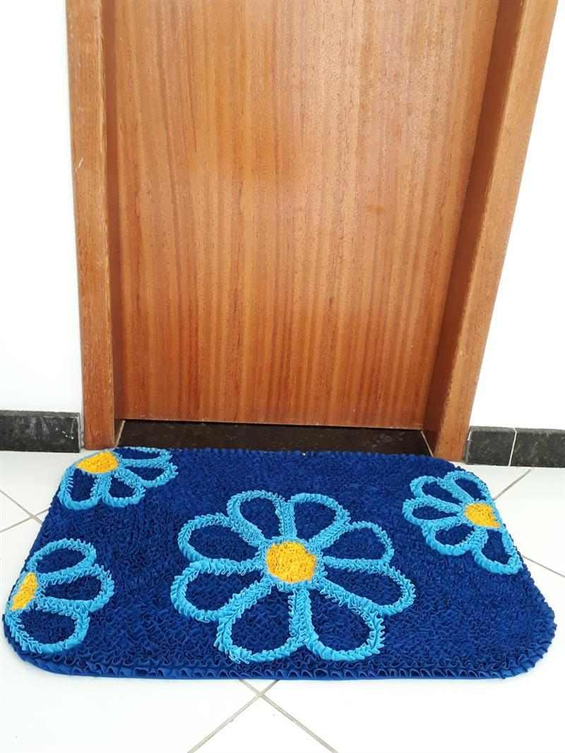 Tapete de frufru para porta azul