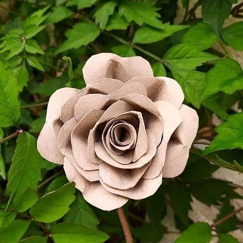 rosa com material reciclado