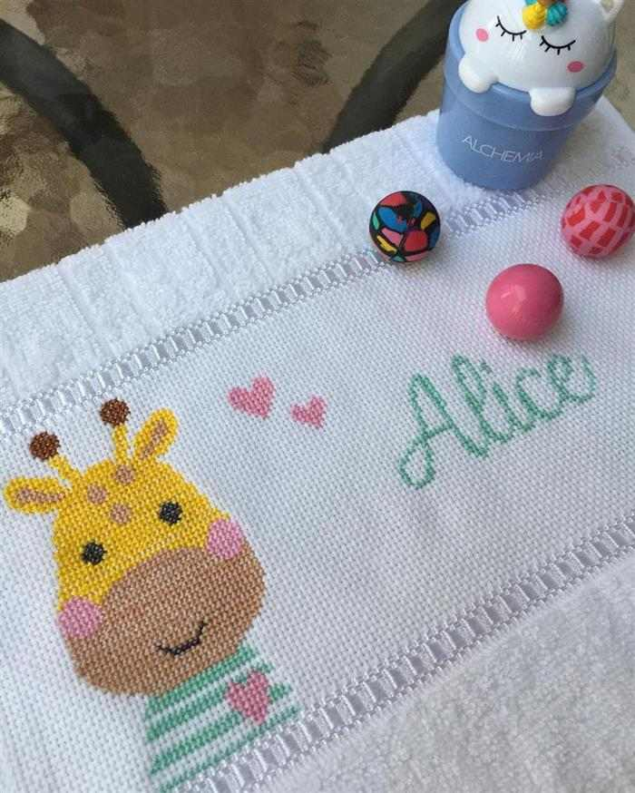 Girafa infantil com nome Alice