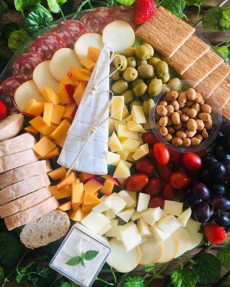 Azeitonas e salame