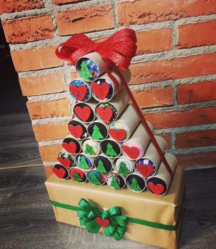 arvore de natal feita de rolinho de papel higiênico