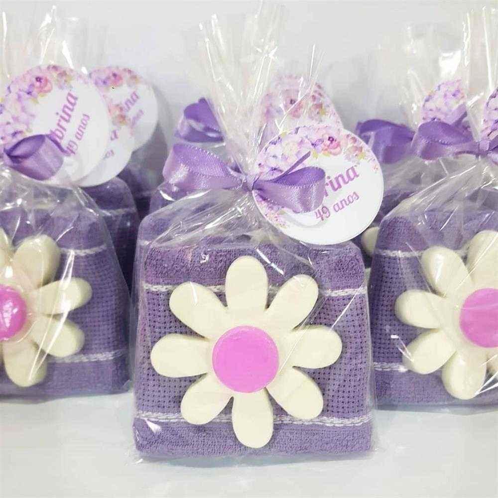 Kit com sabonete em formato de flor