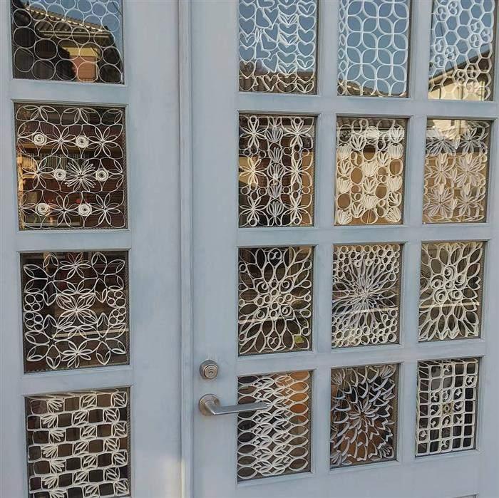 porta decorada com material reciclado