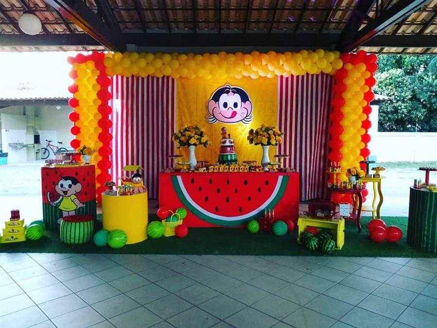 Arco de balões amarelo e vermelho