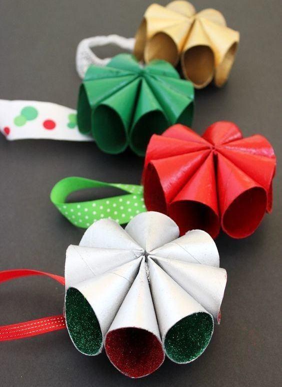 artesanato com rolo de papel higienico natalino
