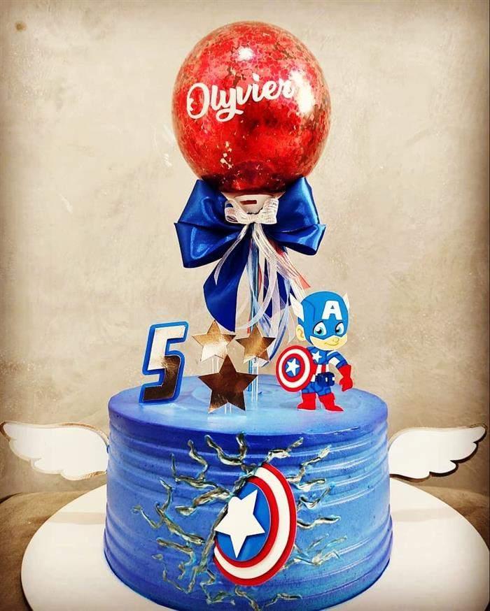 bolo capitão com balão glitter