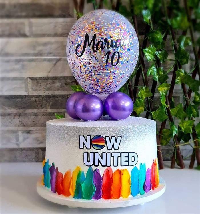 bolo com glitter e balão