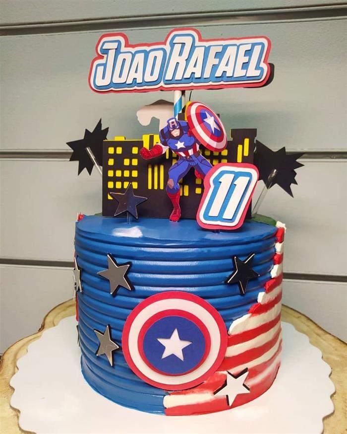 bolo com topper luxo capitão america