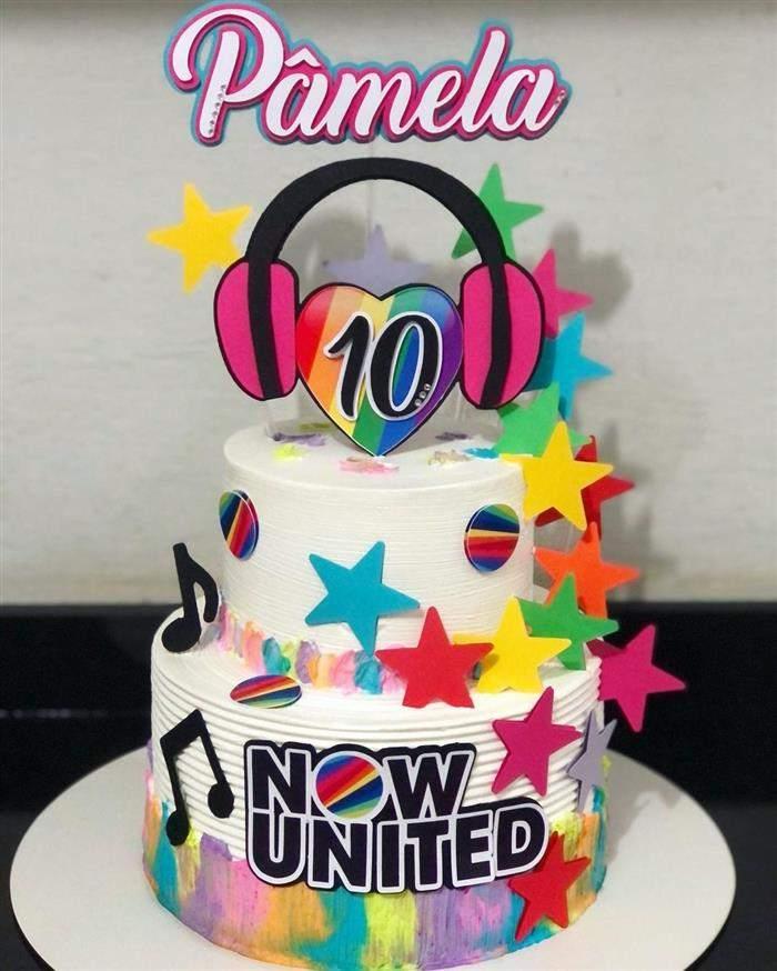 bolo de estrelas coloridas now united
