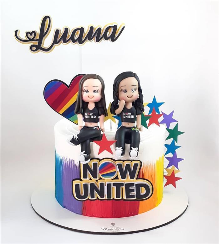 bolo decorado com bonecas