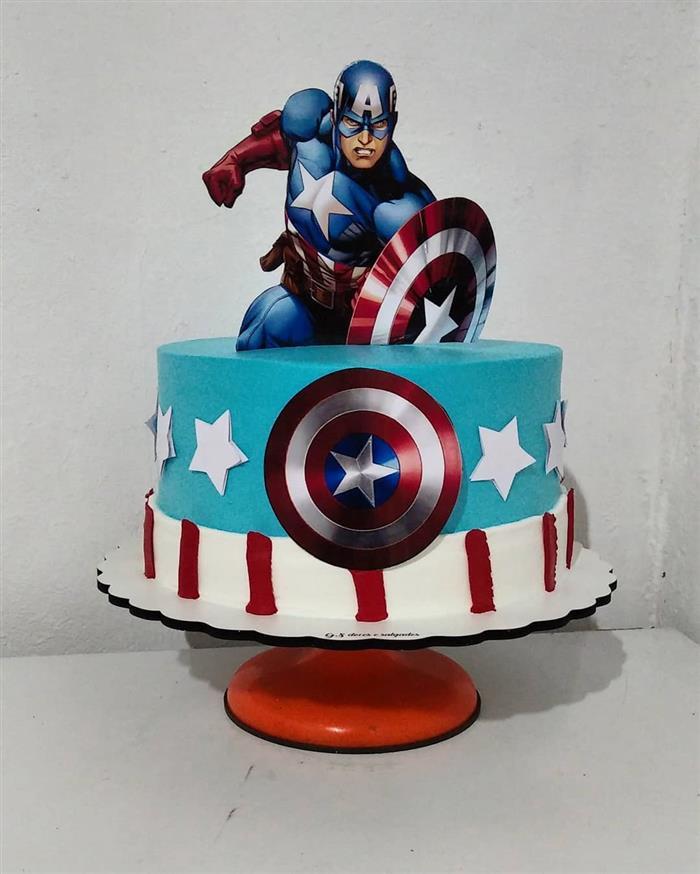 bolo do capitão américa com topo
