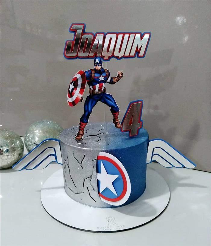 bolo do capitão américa com topper
