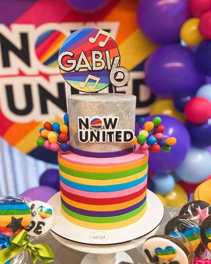 bolo do now united de dois andares