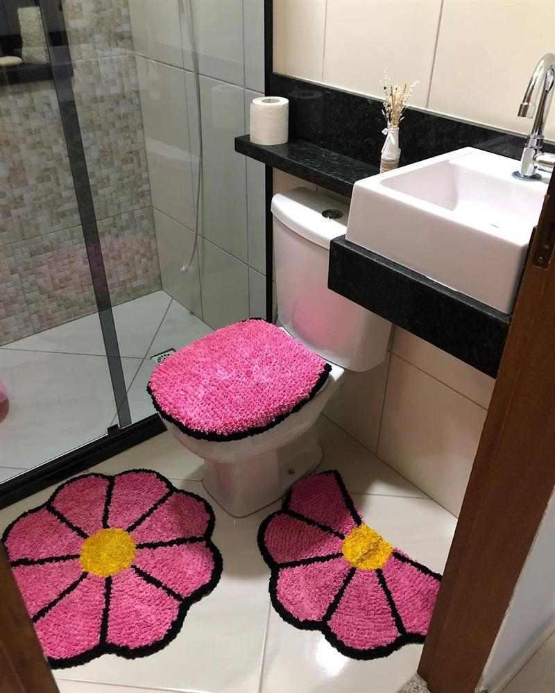 jogo de banheiro rosa e preto