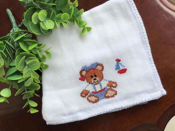 Fralda de ombro com ursinho marinheiro