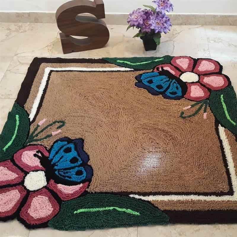 frufru quadrado com flores e borboletas