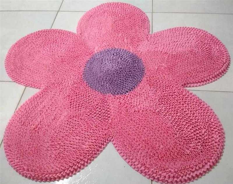 tapete frufru em formato de flor