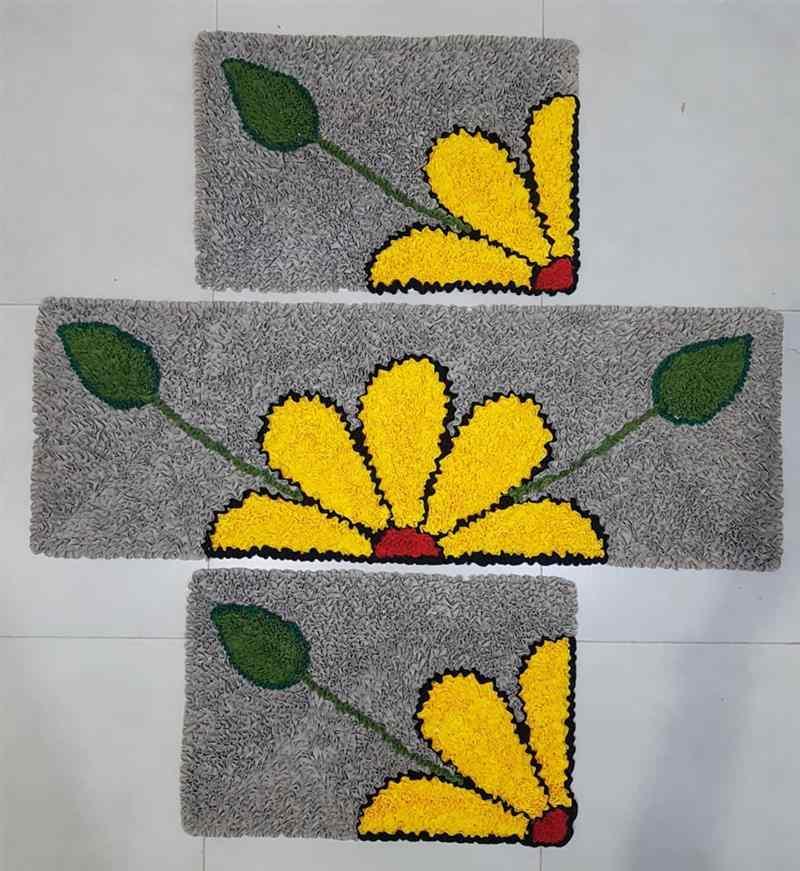 Jogo de tapete flor amarela
