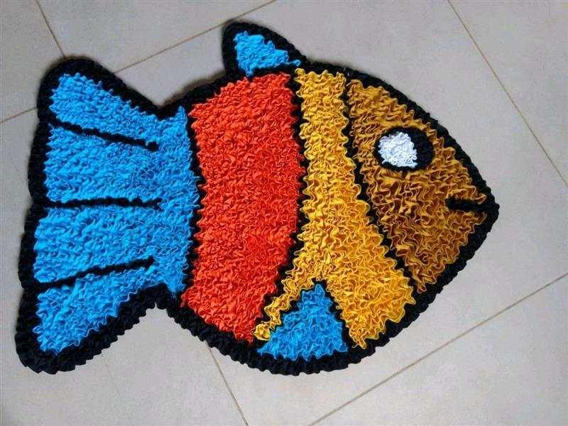 em formato de peixe