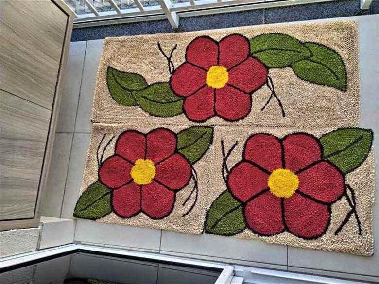 Tapete com flores e folhas