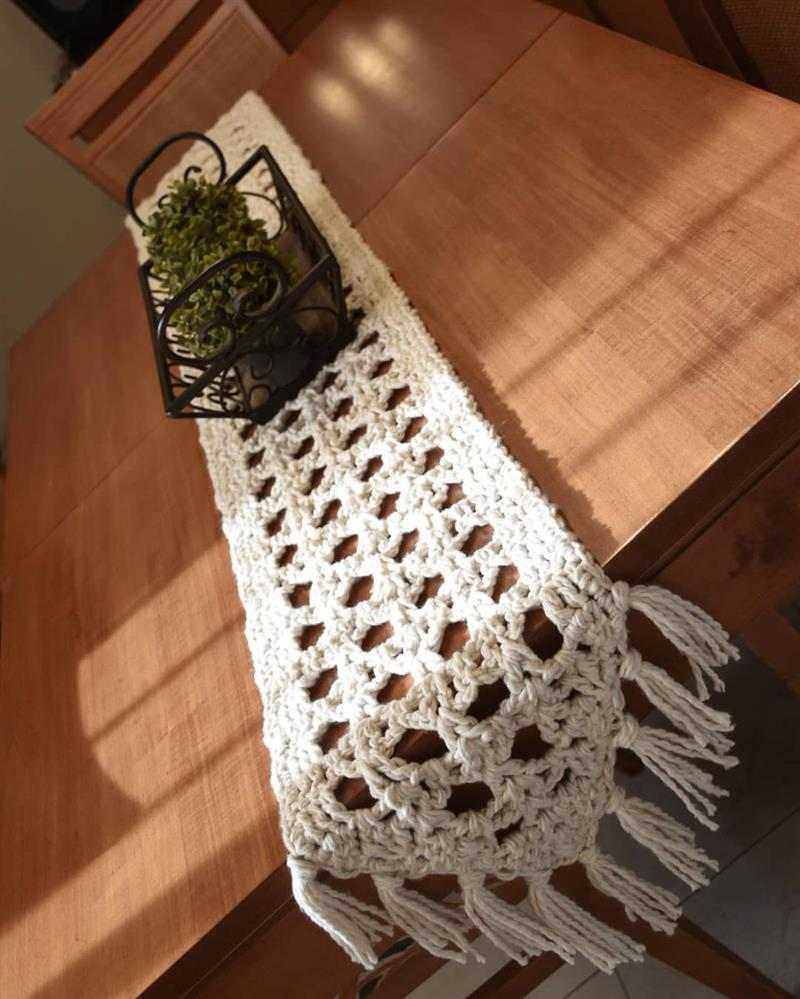 trilho de mesa de croche branco