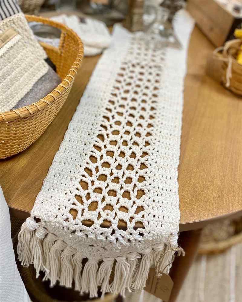 trilho de mesa em crochê de barbante
