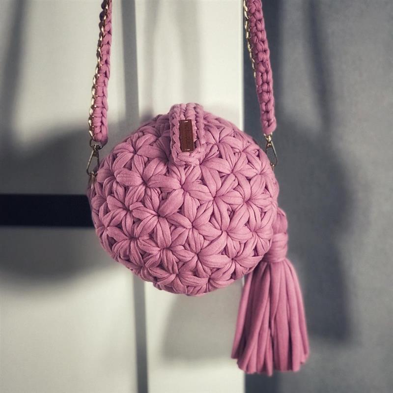 bolsa de crochê redonda rosa