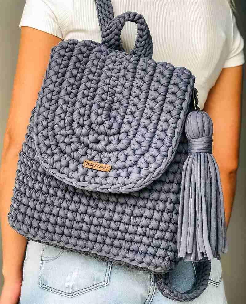 mochila de crochê em fio de malha