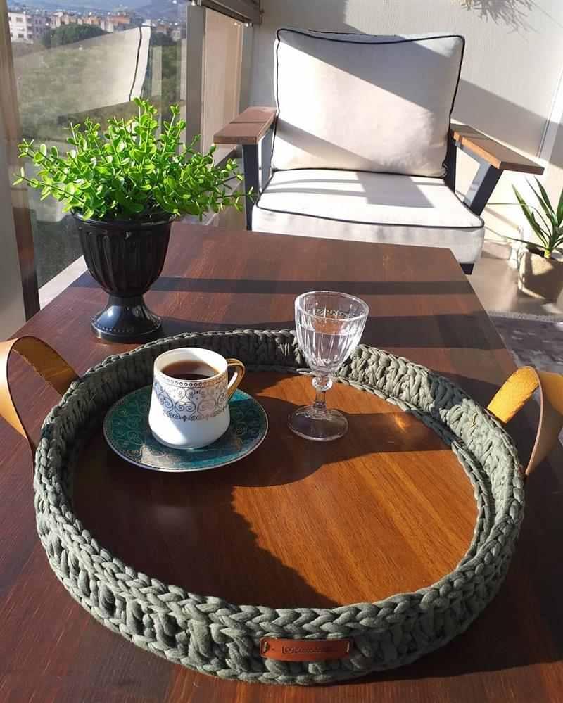 bandeja de croche e madeira