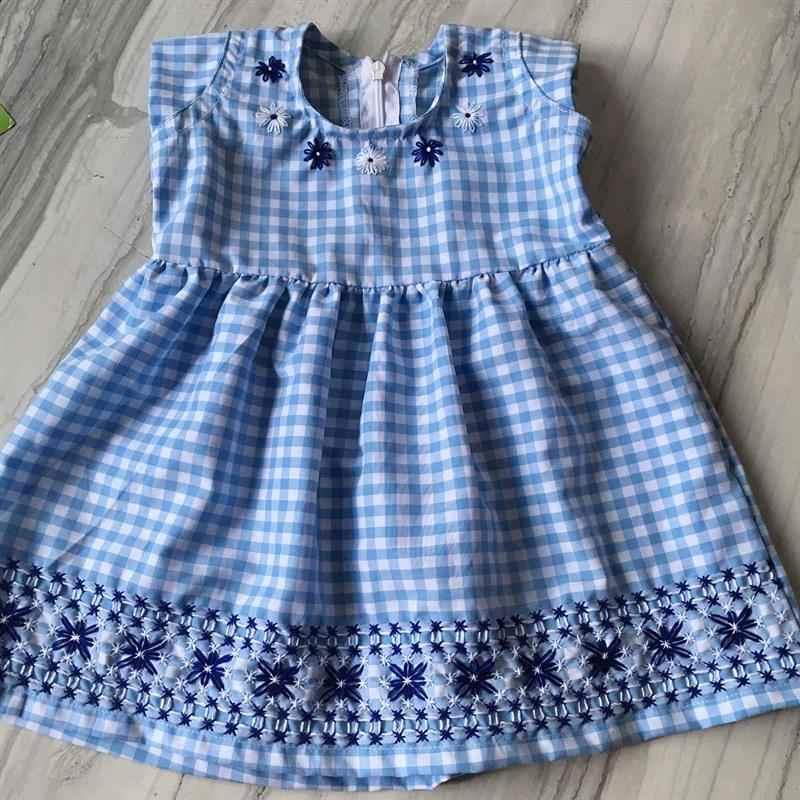 vestido tecido xadrez azul e branco